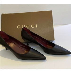 Gucci classic black leather pumps